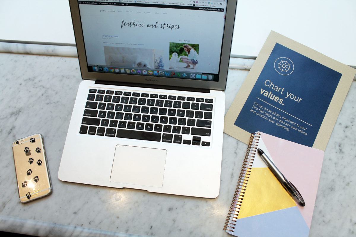 4 secrets to working full time and managing a blog, too