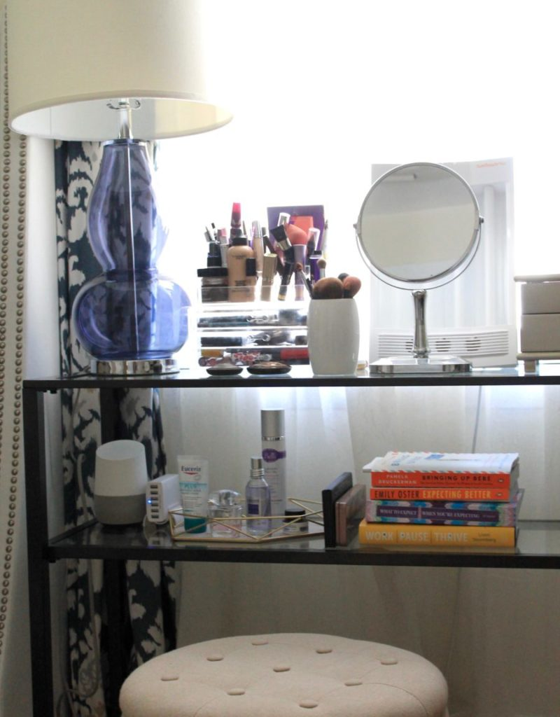 A Small-Space Bedroom Makeup Table
