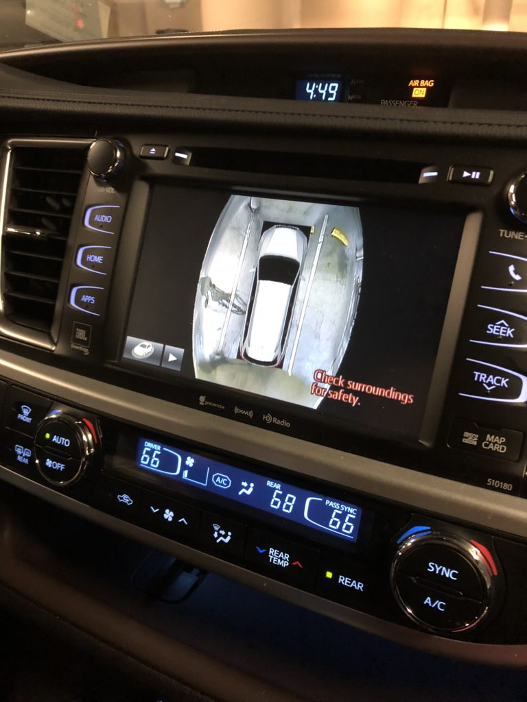 Toyota Highlander 360 view | Pacific Coast Highway Road Trip featured by top Boston travel blog, Feathers and Stripes
